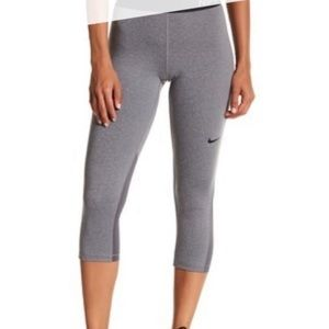 Nike Pro Cropped Legging in Grey